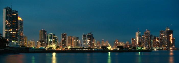 03._Ciudad_de_Panama_de_noche.